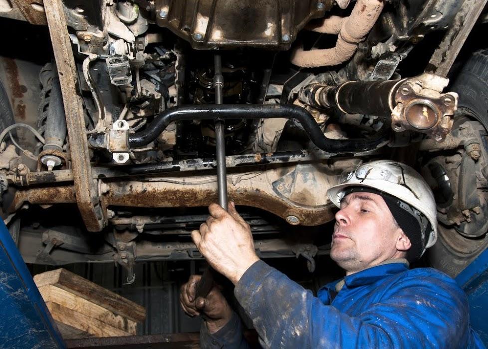 Truck mechanic