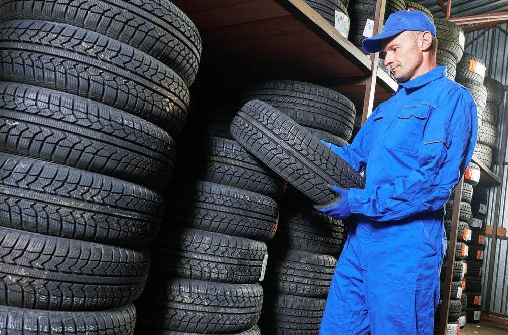 Tire fitter (trucks)