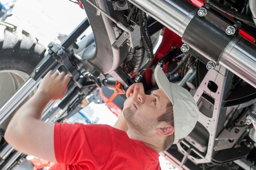 Car Mechanics (Tesla)