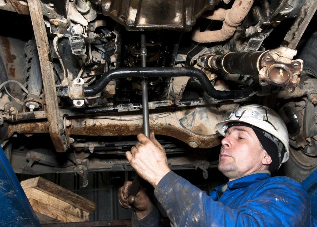 Car damage repair operator