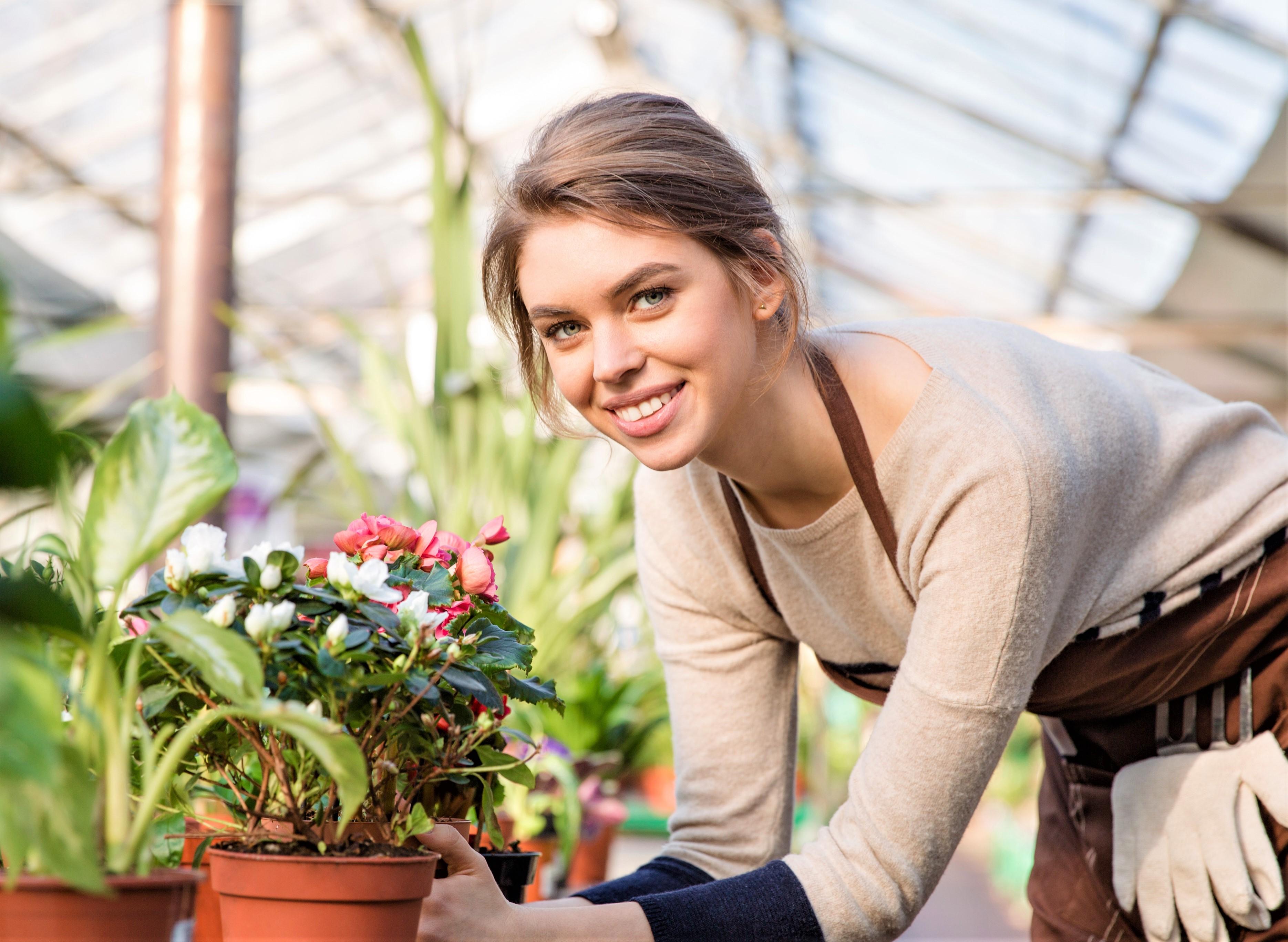 Production worker (flower arranger)