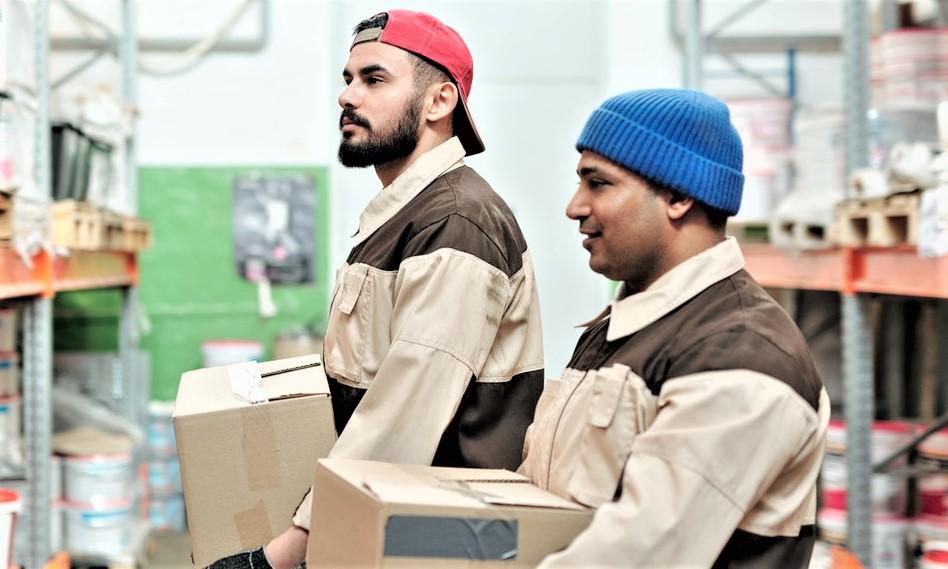 Warehouse worker (unloading)